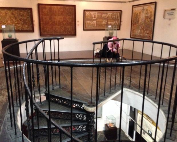 Tangga spiral Museum Seni dan Keramik